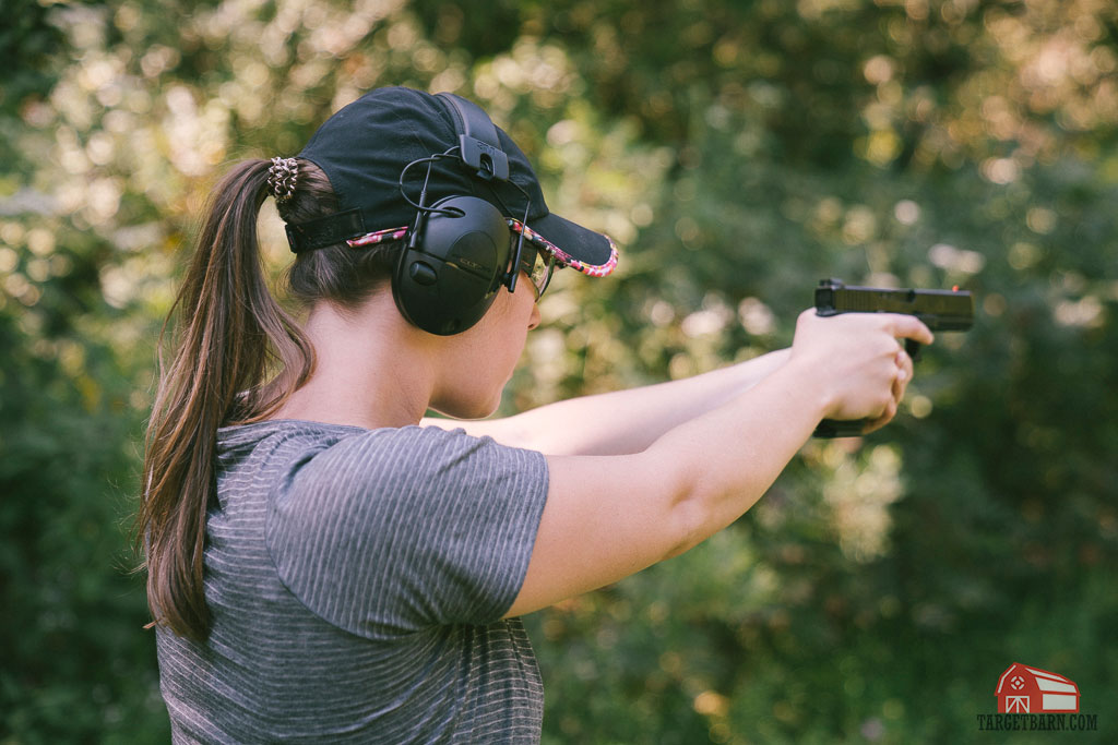 girl shooting a glock 17